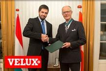 Velux - A Magyar K�zt�rsas�gi �rdemrend k�z�pkeresztj�vel (polg�ri tagozat) t�ntett�k ki Lars E. Kann-Rasmussent